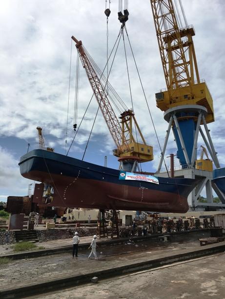 Đóng tàu Bạch Đằng hạ thuỷ 2 tàu cá vỏ thép cho ngư dân huyện Kiến Thuỵ - Hải Phòng
